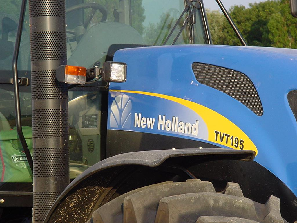 NEW HOLLAND - yr 2006 - by bluepotatoes.nl